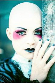 Lucy Scherer (Magenta) © Katrine Maximiliane