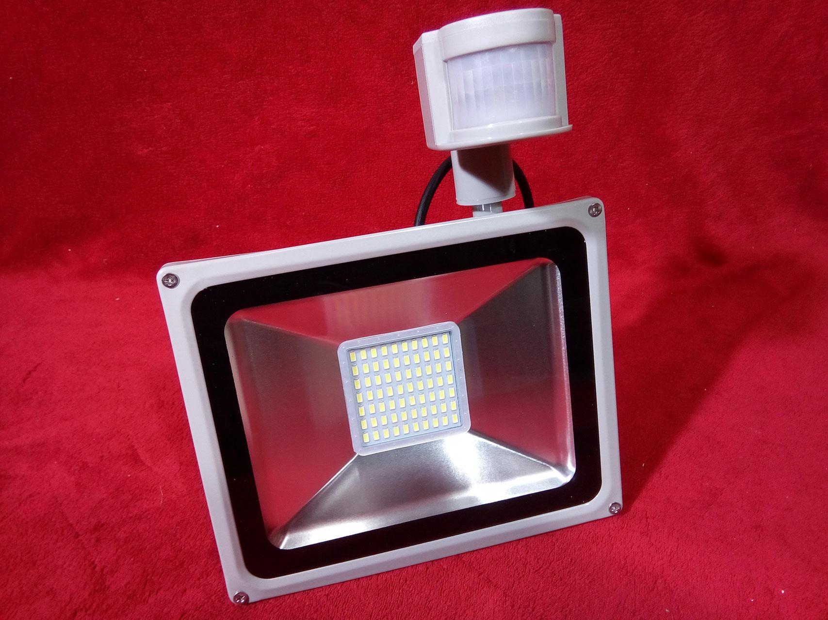 led strahler mit bewegsmelder led strahler fluter spot panel r hren hallen beleuchtung g nstig. Black Bedroom Furniture Sets. Home Design Ideas