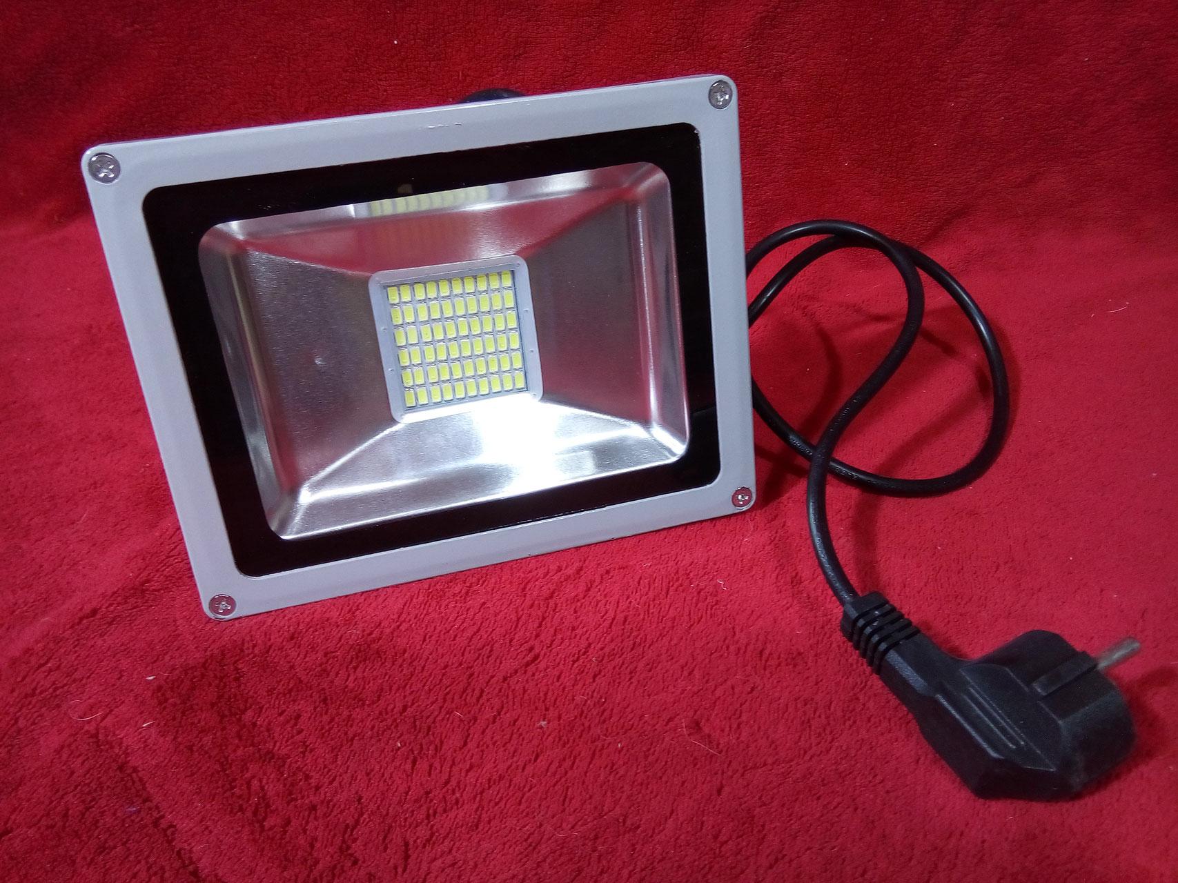 led strahler mit stecker led strahler fluter spot panel r hren hallen beleuchtung g nstig. Black Bedroom Furniture Sets. Home Design Ideas