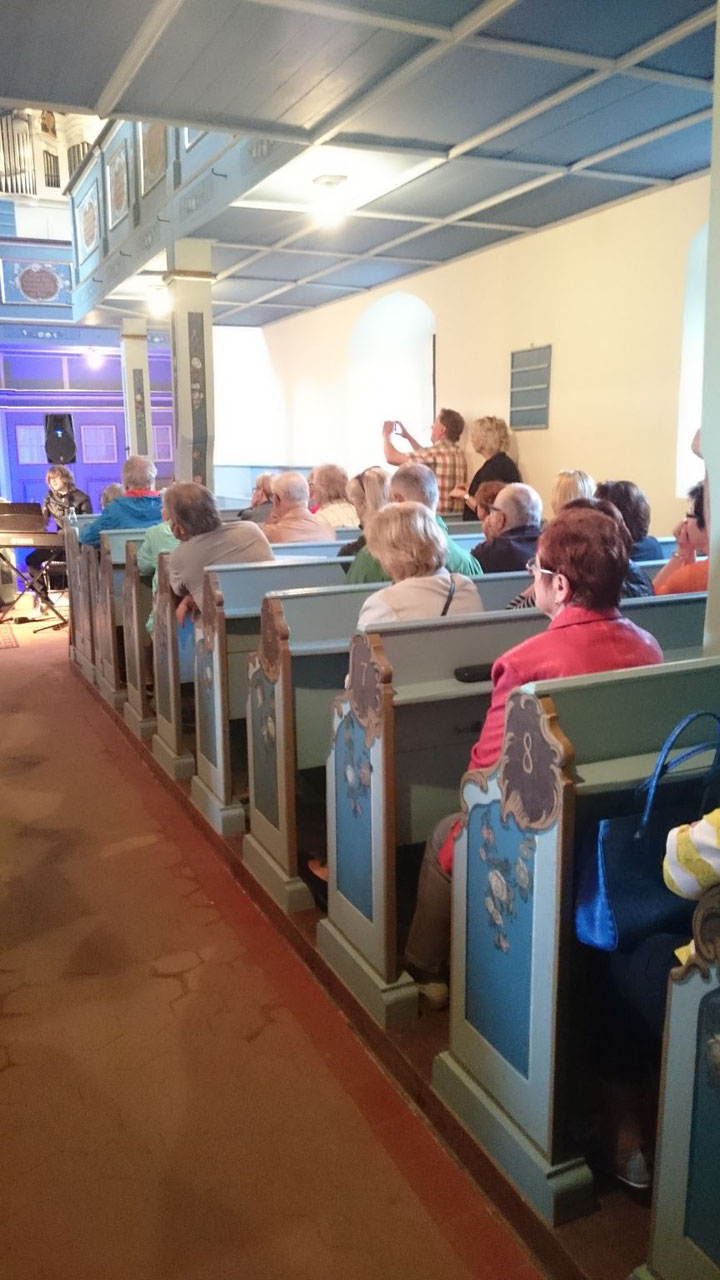 Eine volle Kirche beim Konzert