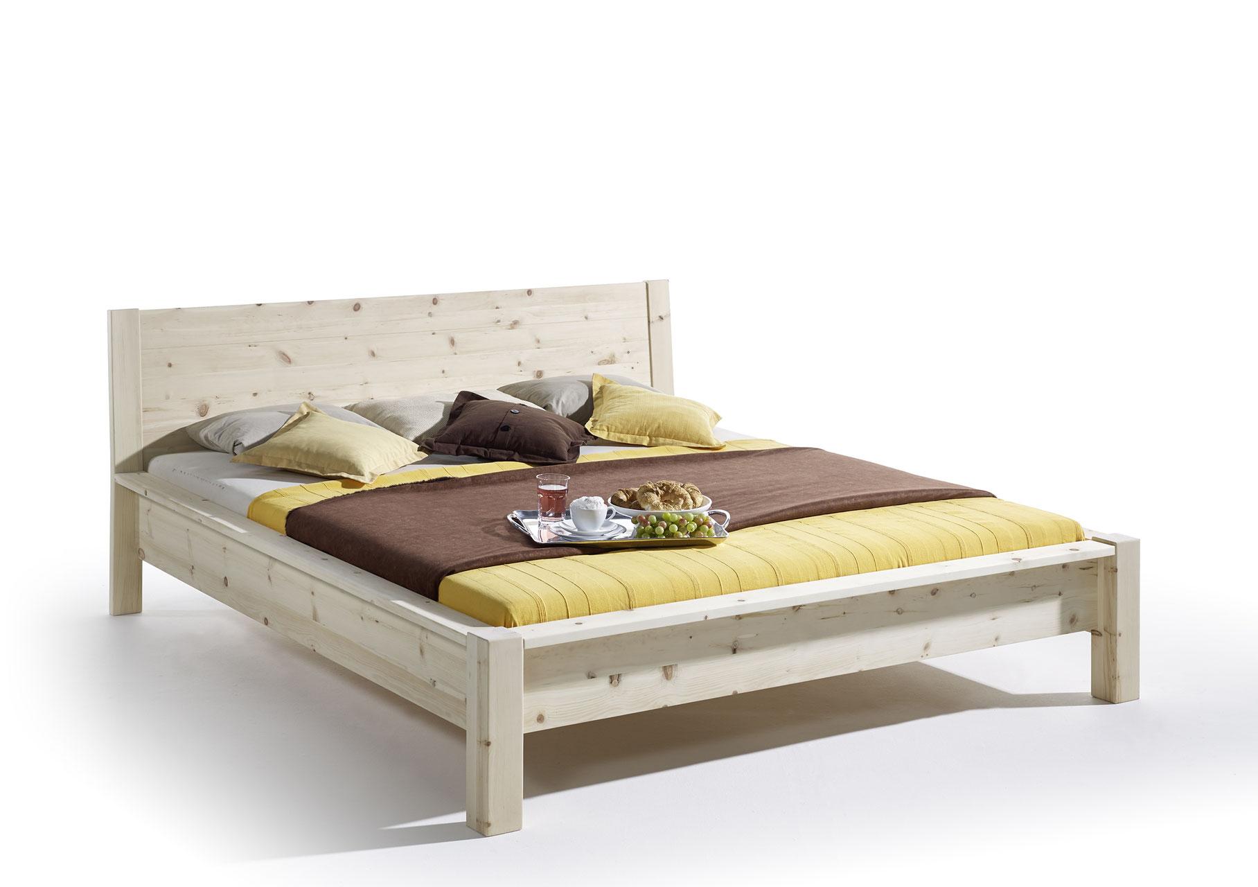 Schlafzimmer aus Zirbe - Naturnah Möbel - Moderne Massivholzmöbel