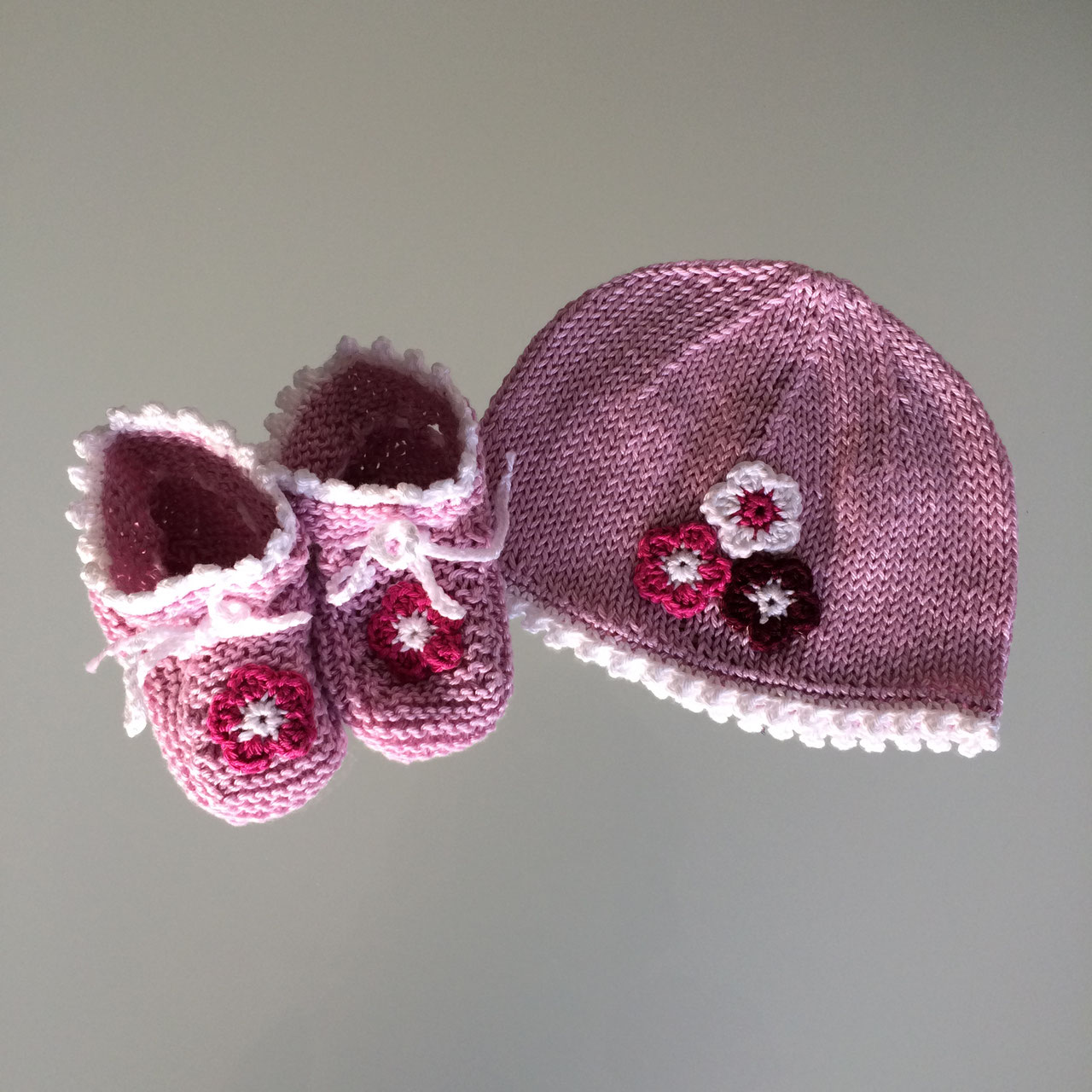 Babyset Kinderset Mütze Schuhe Erdbeer-Look Geburtsgeschenk Wunschgrößen