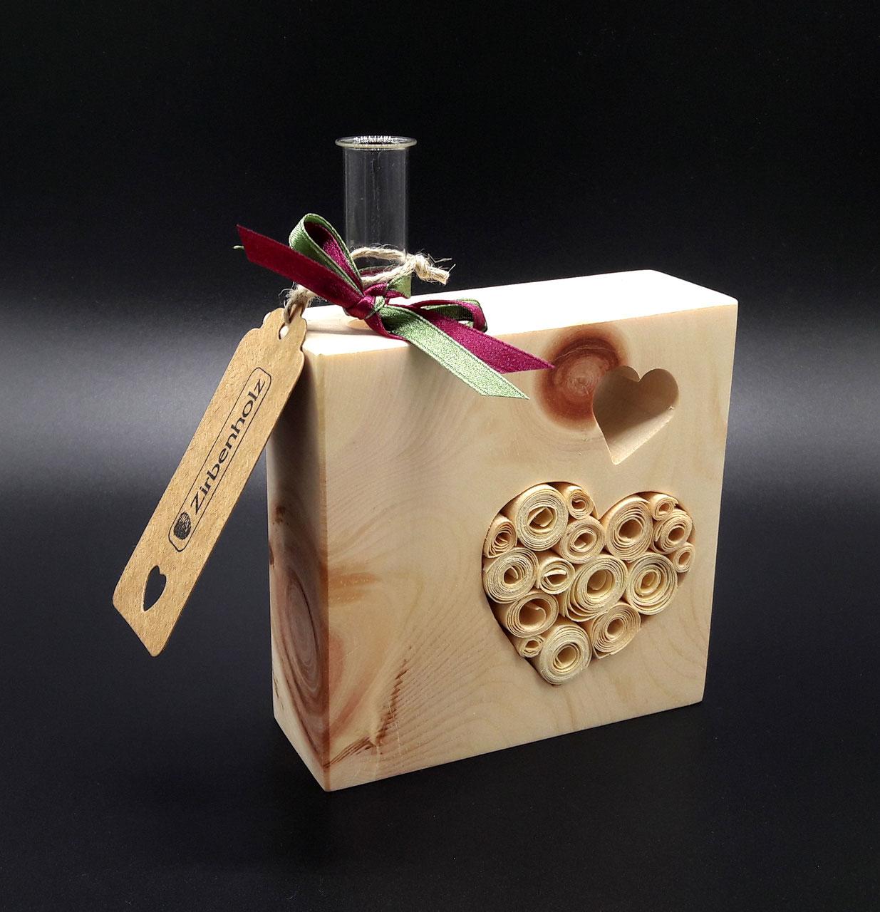 single vase aus zirbenholz hochzeitsgeschenke aus holz. Black Bedroom Furniture Sets. Home Design Ideas