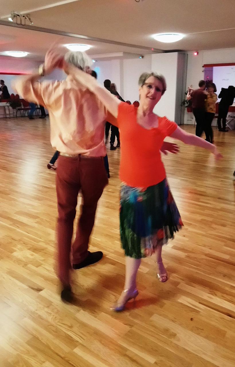 SINGLES AB 19 JAHREN - Vallazza - Deine Tanzschule zum