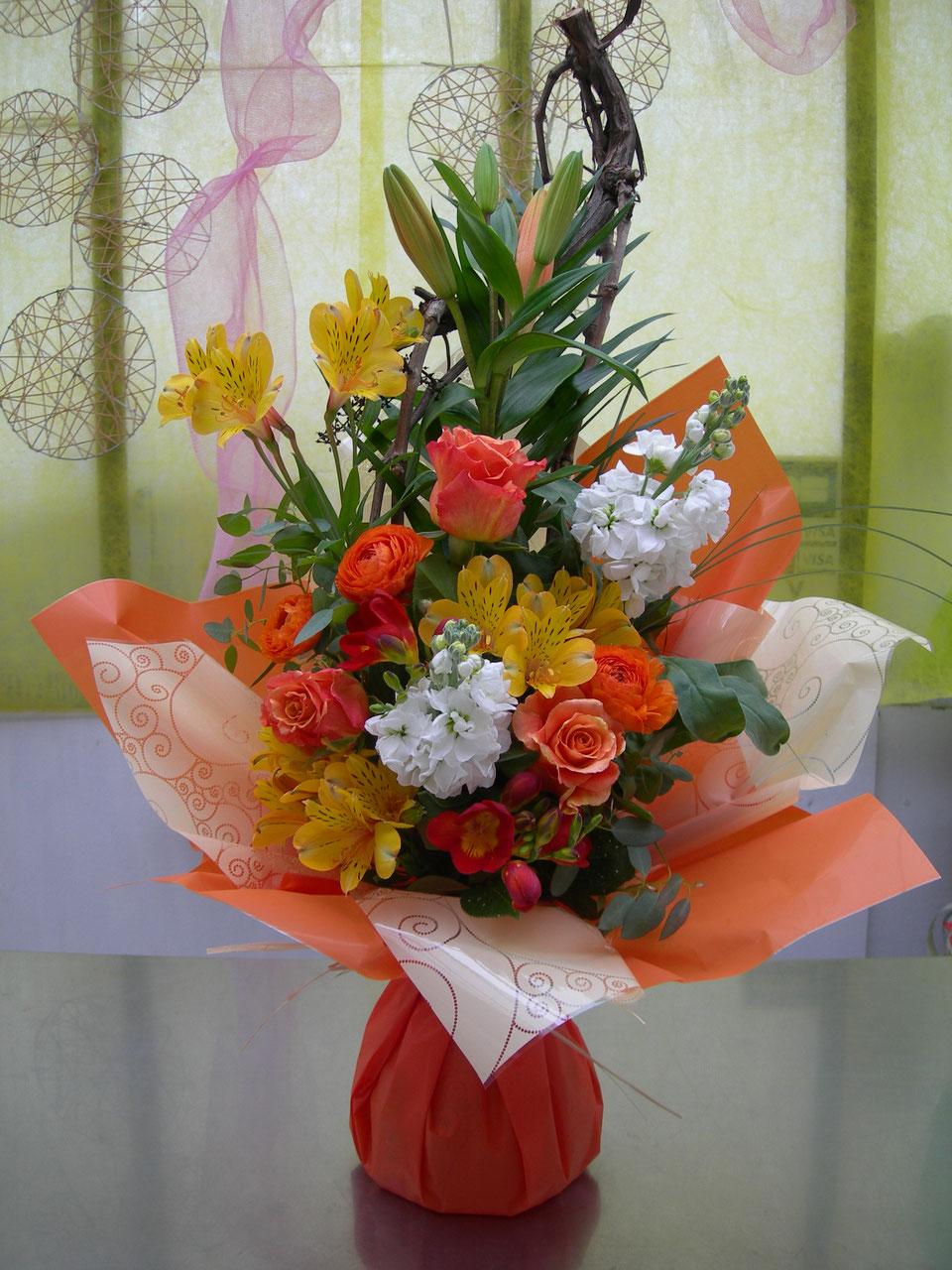 les bouquets bulles en hauteur - le clos des roses - fleuriste près