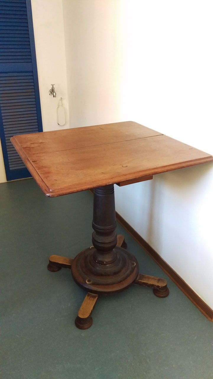 tische tresen villaterra vintage industrie design. Black Bedroom Furniture Sets. Home Design Ideas