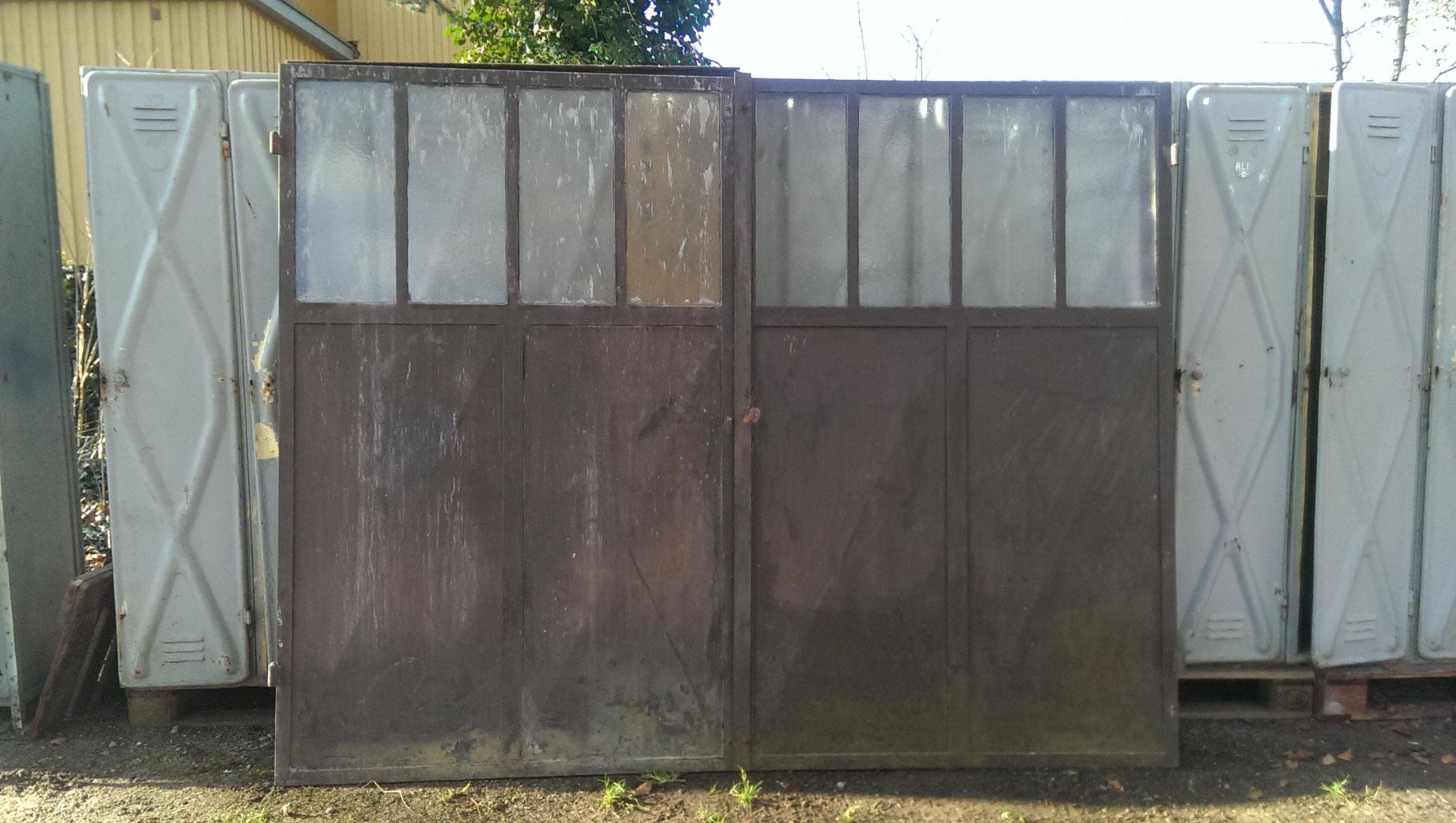 hier bieten wir viele verschiede alte fabrikfenster orangeriefenster stallfenster an. Black Bedroom Furniture Sets. Home Design Ideas