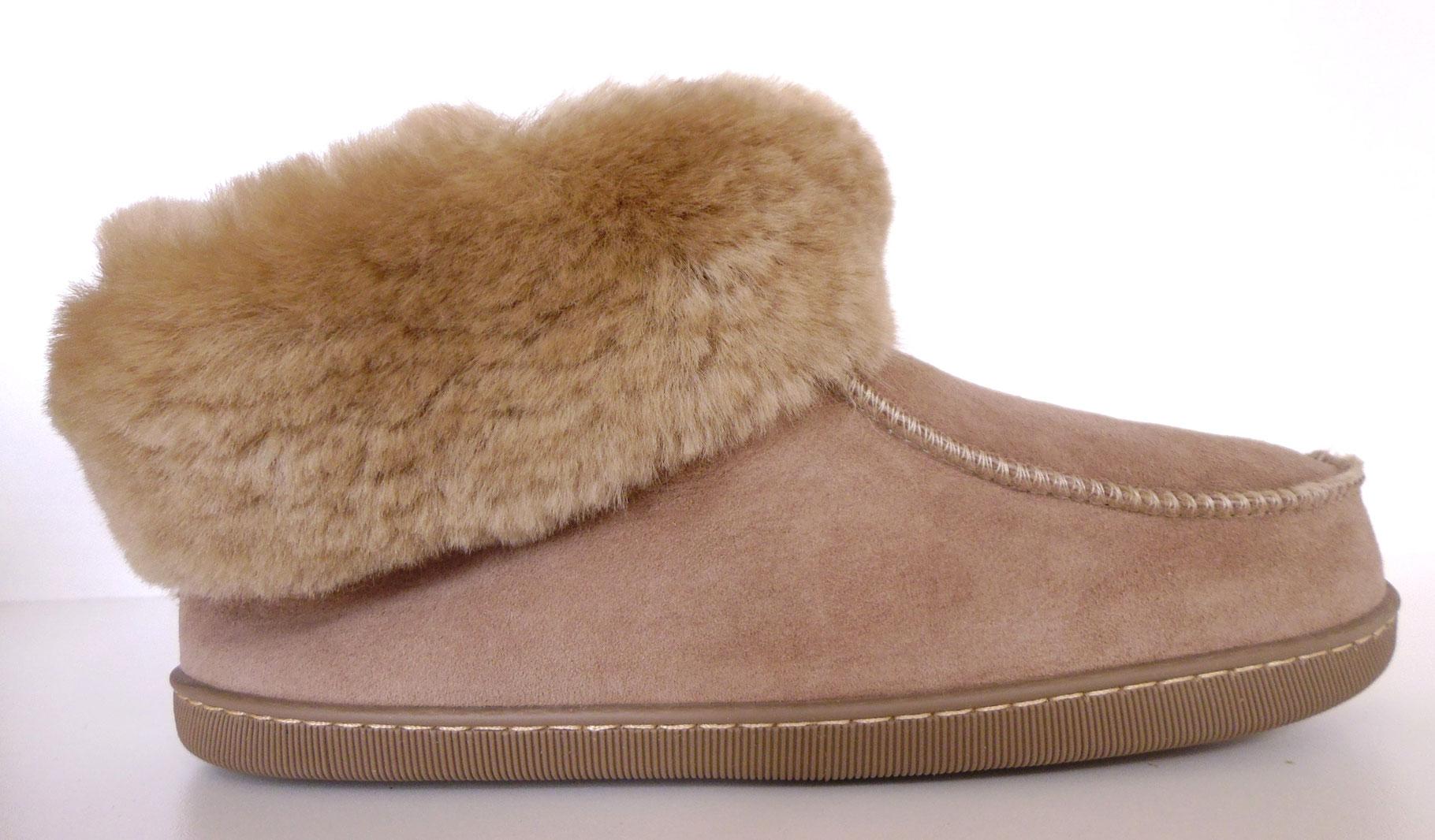 chaussons en peau de mouton ou fourr s la laine de mouton mod le homme les chaussons d. Black Bedroom Furniture Sets. Home Design Ideas