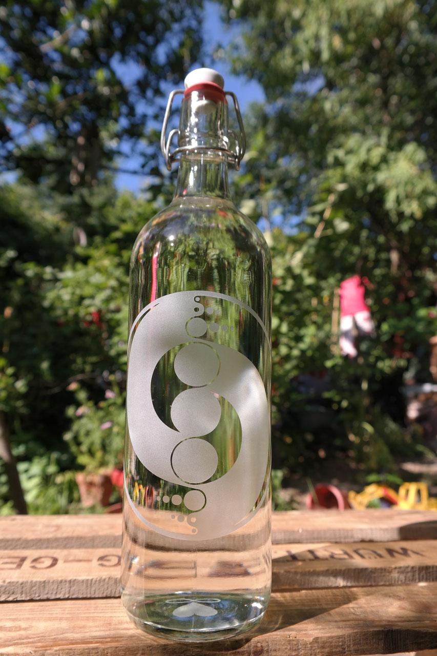 1 l glasflaschen standard trinkflasche blume des lebens miron violettglas. Black Bedroom Furniture Sets. Home Design Ideas