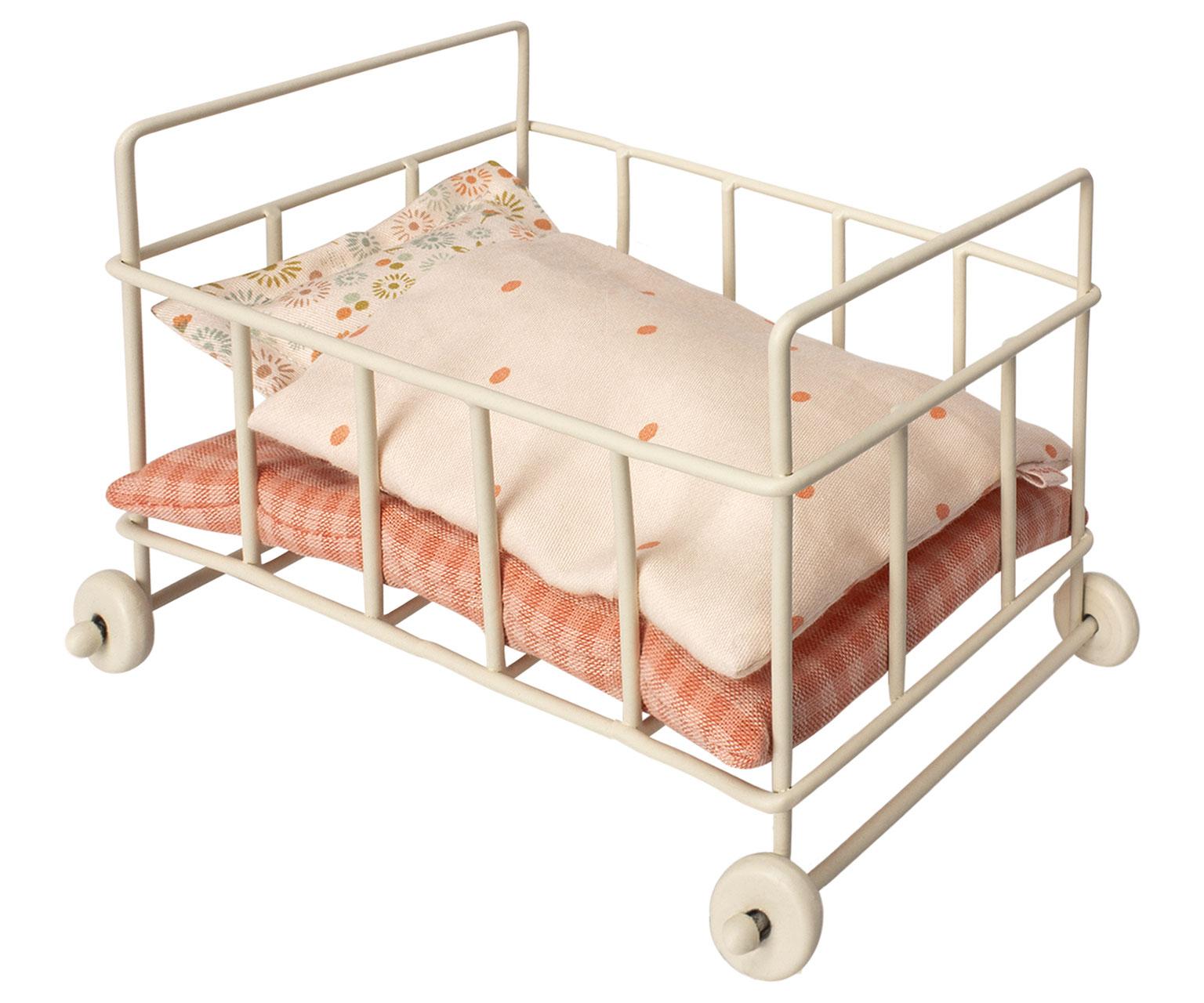 Dänisches Wohndesign: Kinderbett Für Micro Von Maileg