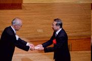 山中芦屋市長への記念品贈呈