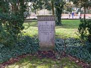 Sammelgrab mit russischen Kriegsgefangenen des Ersten Weltkrieges und sechs sowjetischen Kriegsgefangenen des Zweiten Weltkrieges, darunter Wassilij Stebenew (149462 XB), einem polnischen Kriegsgefangenen und sieben slowakischen Kriegsgefangenen. Foto: Y.