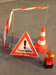 Absperrband, Faltdreieck, Verkehrsleitkegel, Warnleuchte