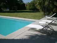 margelles et plage de piscine en pierre