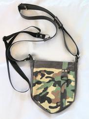 Halftertasche für Herren mit Camouflage Stoff und Leder