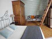 La chambre Marguerite est située au 1er étage  avec vue sur le jardin