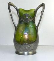 Lötz Vase, Zinnmontur, Jugendstil, grünes Glas, irisierend, € 750,00