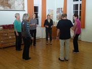 Kleine Gruppe beim Tanz