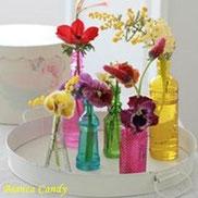 MIXカラーの春小花をカラフルミニボトルに活ける