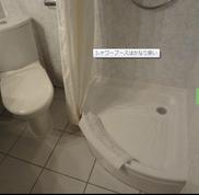 ①ホテルのシャワー室