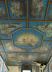 Restaurierte Kirchendecke