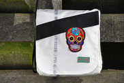 RRecyclingtasche, Airbag, Umhängetasche, Totenkopf farbig, Sicherheitsgurt