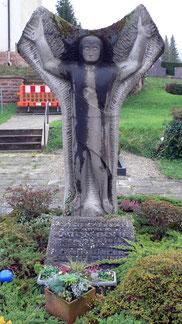 Grabmal im Malscher Friedhof