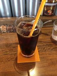 アイスコーヒーも店内の豆から抽出してもらえる。どの豆がアイス向きかは柴田さんに尋ねながら選んでみよう。