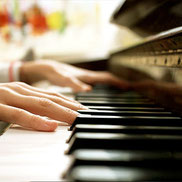 Sylvia Gomez, professeure diplomée cours de piano à LCJ Vaucresson, Garches, La Celle Saint Cloud, Bougival, Le Chesnay, Ville d'Avray
