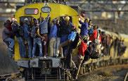 Hora punta en Soweto, suburbio de Johannesburgo (Sudáfrica).