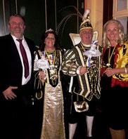 v.l. Heimleiter Jens Lüdert, Prinzessin Christina I. (Schwirtz-Lindner), Prinz Heribert II. (Boosen), Frau Wolff / Vorstandsvorsitzende Krefelder Frauenverein