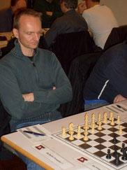 Lars Thiede beim Betriebsschach; Foto von P. Baranowsky (SG BAT)