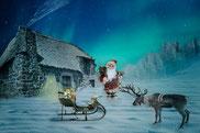 Babbo natale ( Santa Claus) che porta i doni utilizzando come mezzo il camino