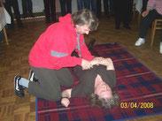 Sonja übt mit Marianne 1. Hilfe, 2008