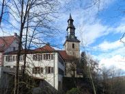 Blick vom Sachsenberg auf die Kirche und das Gemeindehaus