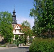 Der AItentrebgastplatz in St.Johannis mit Blick auf das Pfarrhaus von 1701 und die Markgrafenkirche