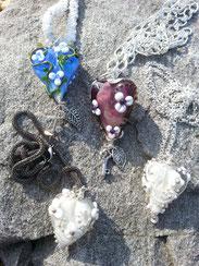das Blaue , Lila und unten links Weisse Herz sind vergeben