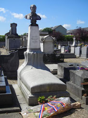 Tombe d'Hector MALOT _ Monument Art Nouveau du sculpteur