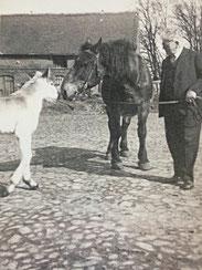 Adolf Löbenberg auf seiner Farm