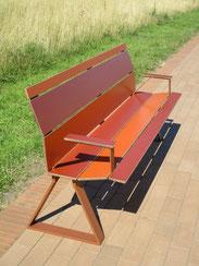 Swing 02 HPL SitzBank mit Armlehnen
