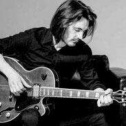 dmp schoo - Dein Gitarrenlehrer - Coach Victor Macovei