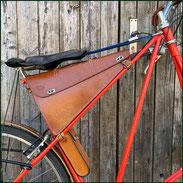 Rahmentasche für Pedersen Fahrrad aus pflanzlich gegerbtem Leder