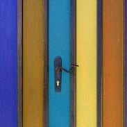 Serrure sur porte en bois colorée pour Menuiserie Lethu Deux Sèvres 79