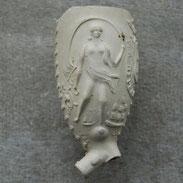 Afbeelding van Vrouwe Fortuna. Fragment van zelfde pijpje in collectie met hielmerk Fortuin