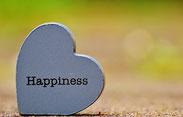 HAPPINESSのロゴが入ったハートの石