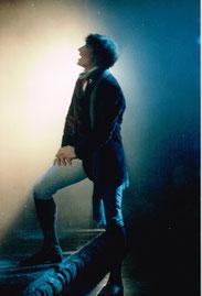 """Bruno als Alfred, Lied """"Draussen ist Freiheit"""" Raimund Theater, Wien"""
