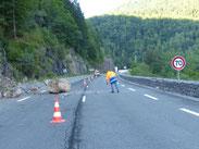Balayage de la chaussée : à 15h la route était fermée.