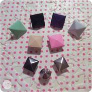 Nieten - mint, schwarz, dunkelviolett, weiß, rosa, beige, metallic dunkel. silber (rund und quadratisch)