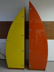 Tischlerei Feinschliff Bielefeld: Medienschrank, Segeloptik, lackierte Türen