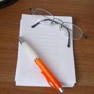 Gedanken auf einem Zettel notieren von der Delmenhorster Schriftstellerin Katy Buchholz